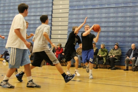Chase Rickaby drives to the hoop during the LVR Alumni tournament at the Hangar on Boxing Day.  Bruce Fuhr photo
